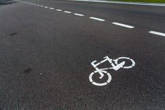 Дорожный знак велосипеда на дороге Стоковые Фото