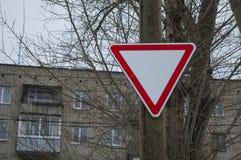 Дорожный знак вторичной дороги Знак давая путь Стоковое Фото