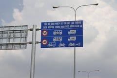 Дорожный знак в Вьетнаме Стоковые Фото