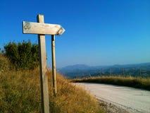 Дорожный знак в улице горы стоковое изображение