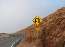дорожный знак горы стоковое изображение rf