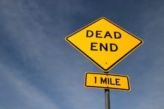 Дорожный знак мертвого конца желтый стоковая фотография rf