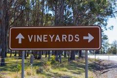 Дорожный знак направления виноградника Стоковое Изображение