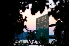 Дорожный знак на скоростном шоссе стоковые фотографии rf