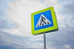 Дорожный знак пешеходного перехода конца вверх Стоковое фото RF