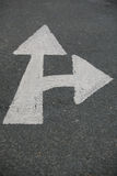 Дорожный знак стрелки стоковые фото