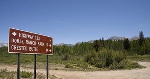 Дорожный знак утесистой горы Стоковые Изображения RF