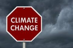 Дорожный знак шоссе стопа изменения климата красный Стоковые Фотографии RF