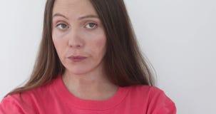 Досада жеста молодой женщины портрета красивая сток-видео