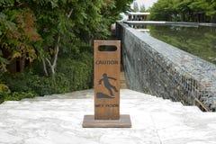Доска знака влажного пола предосторежения деревянная Стоковые Изображения