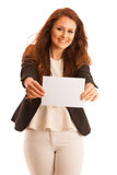 Доска знака Женщина держа большую белую пустую карточку модель способа взволнованности представляя положительную древесину сугроб Стоковое Фото