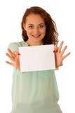 Доска знака Женщина держа большую белую пустую карточку модель способа взволнованности представляя положительную древесину сугроб Стоковые Изображения RF