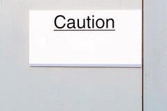 Доска знака предосторежения на деревянной пограничной стене Стоковое Изображение