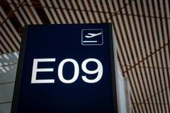 Доска знака числа входа строба восхождения на борт авиапорта Стоковые Изображения RF