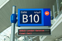 Доска извещения в авиапорте Дубай Стоковые Изображения RF