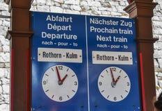 Доска отклонения на железнодорожном вокзале стоковая фотография rf
