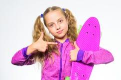 Доска Пенни ее мечты Выберите скейтборд которому взгляды большие и также едут большой Самый лучший подарок для ребенк Волосы ребе стоковая фотография