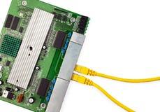 Доска переключателя локальных сетей с взгляд сверху 2 желтым гибких проводов Стоковая Фотография
