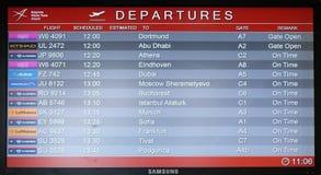 Доска полета на авиапорте в авиапорте Белграда, Сербии Стоковые Фото