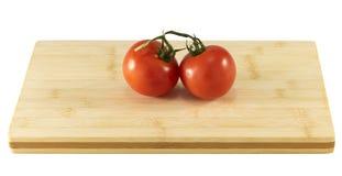 доска прерывая томаты Стоковые Фотографии RF