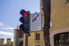 Доска светофора и навигации в Италии Стоковые Фотографии RF