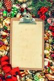 Доска сзажимом для бумаги с бумагой для письма st предпосылки рождества ретро Стоковое Фото