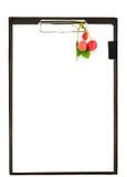 Доска сзажимом для бумаги с ягодами Стоковые Фотографии RF