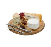 Доска сыра с 3 разнообразиями французского сыра на задней части белизны стоковая фотография rf