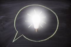 Доска с предпосылкой лампы идеи белизна успеха дела изолированная принципиальной схемой Стоковые Изображения RF