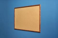 Доска для примечаний вися на стене Стоковая Фотография RF