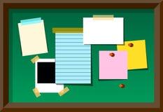 Доска для сообщений с пустыми примечаниями и стикерами Стоковые Фото