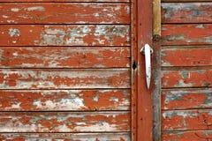 доски треснули старый красный цвет краски Стоковая Фотография