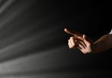 Достигаемости руки женщины для световых лучей Стоковая Фотография RF