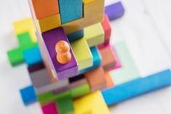 достигать успеха ход принципиальной схемы конкуренции бизнесмена дела портфеля Стоковое Изображение RF