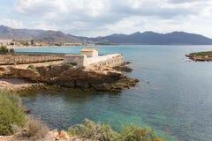 Достопримечательность Isla Plana Мурсии Испании Bano de Ла Marrana Ла историческая в этом деревня побережья стоковое изображение