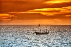 Доу отбрасывает в море на заходе солнца Стоковое фото RF