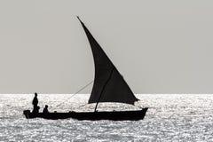 Доу плавания на заходе солнца Стоковое Изображение RF