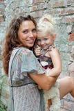 дочь ее мать напольная стоковое фото