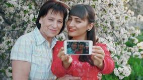 Дочь ее мать принимает фото акции видеоматериалы