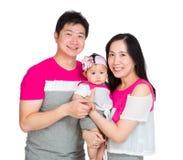 Дочь матери, отца и младенца стоковые изображения