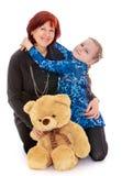 Дочь обнимая его любимую мать Стоковое фото RF