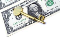 Долларовая банкнота и ключ Стоковые Фотографии RF