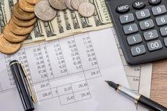 Долларовые банкноты с деловыми документами, ручкой Стоковое фото RF