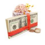 Доллары банкнот денег на белизне Стоковые Фото