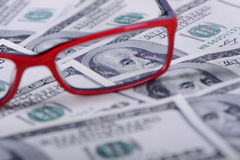 Доллары банкнот и стекел Стоковые Изображения RF