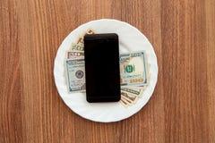 Доллары деноминации и черный телефон дела Стоковое Фото