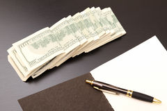 Доллары с тетрадью с прописями Стоковые Изображения RF