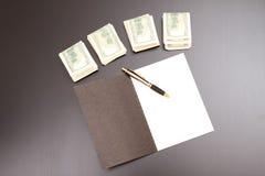 Доллары с тетрадью с прописями Стоковые Изображения