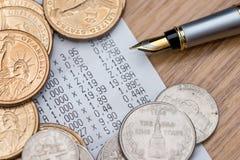 Доллар монетки с получением ручки и счета Стоковая Фотография RF