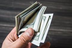 Доллар, доллар США, изображения доллара для мест обменом, изображения доллара в различных концепциях, деньги подсчитывая руку, де Стоковая Фотография